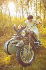 sesja_slubna_na_motocyklu_w_lesie_Poznan_fotograf_TiAmoFoto (25)