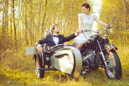 sesja_slubna_na_motocyklu_w_lesie_Poznan_fotograf_TiAmoFoto (26)