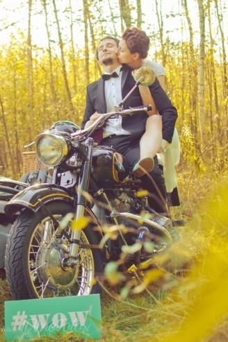 sesja_slubna_na_motocyklu_w_lesie_Poznan_fotograf_TiAmoFoto (32)