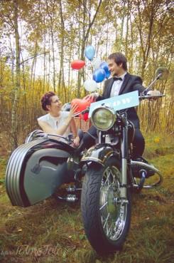 sesja_slubna_na_motocyklu_w_lesie_Poznan_fotograf_TiAmoFoto (38)