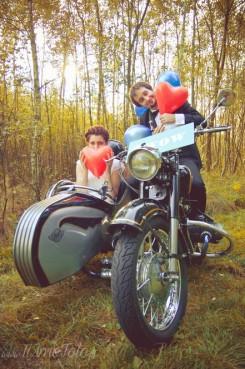 sesja_slubna_na_motocyklu_w_lesie_Poznan_fotograf_TiAmoFoto (39)