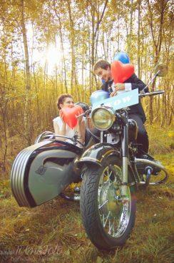 sesja_slubna_na_motocyklu_w_lesie_Poznan_fotograf_TiAmoFoto (40)