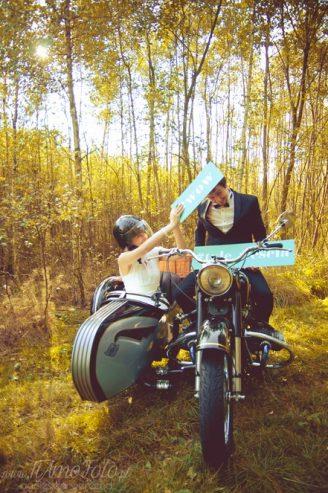 sesja_slubna_na_motocyklu_w_lesie_Poznan_fotograf_TiAmoFoto (5)