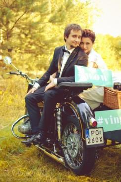 sesja_slubna_na_motocyklu_w_lesie_Poznan_fotograf_TiAmoFoto (50)