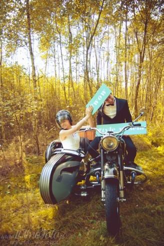 sesja_slubna_na_motocyklu_w_lesie_Poznan_fotograf_TiAmoFoto (6)