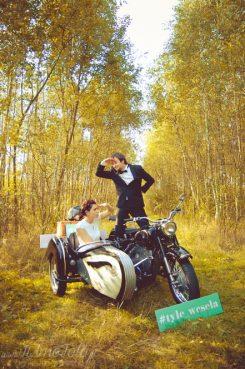 sesja_slubna_na_motocyklu_w_lesie_Poznan_fotograf_TiAmoFoto (8)
