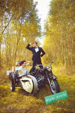 sesja_slubna_na_motocyklu_w_lesie_Poznan_fotograf_TiAmoFoto (9)