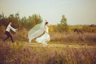 wesola_sesja_slubna_w_lesie_fotograf_Poznan_TiAmoFoto (23)