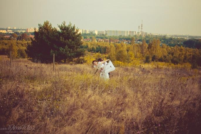 wesola_sesja_slubna_w_lesie_fotograf_Poznan_TiAmoFoto (26)