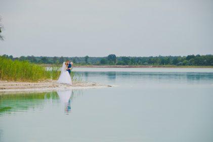 sesja-slubna-jezioro-lazurowe-turkusowe-konin-fotograf-Poznan-TiAmoFoto (33)