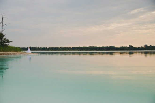 sesja-slubna-jezioro-lazurowe-turkusowe-konin-fotograf-Poznan-TiAmoFoto (37)