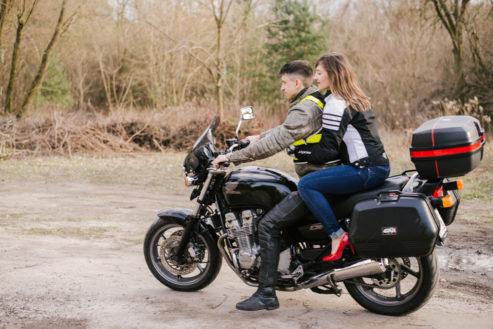 sesja-narzeczenska-na-motocyklu-poznan-TiAmoFoto (1)