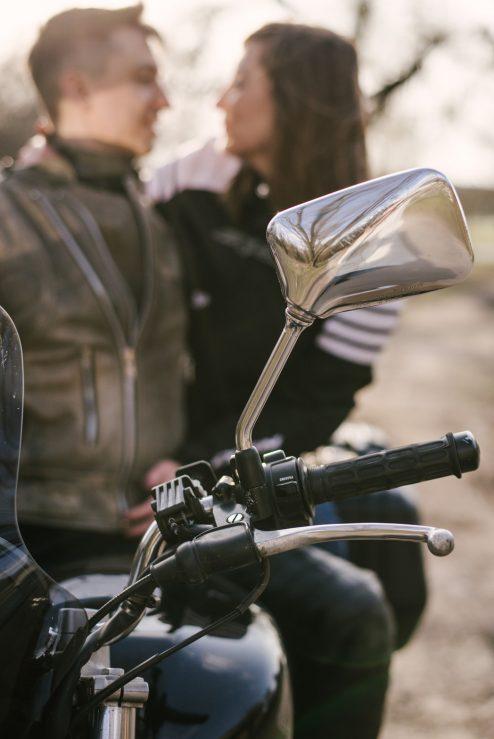 sesja-narzeczenska-na-motocyklu-poznan-TiAmoFoto (10)
