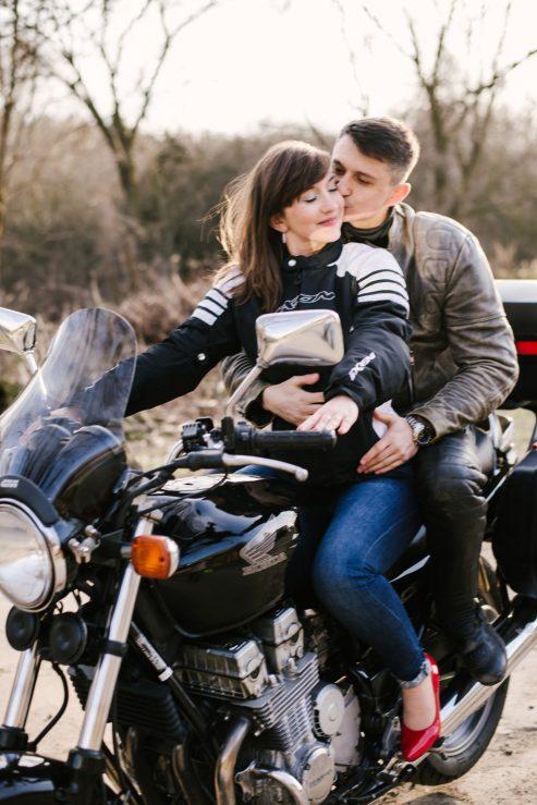 sesja-narzeczenska-na-motocyklu-poznan-TiAmoFoto (11)