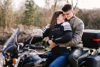 sesja-narzeczenska-na-motocyklu-poznan-TiAmoFoto (13)