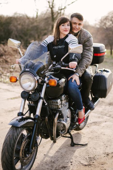sesja-narzeczenska-na-motocyklu-poznan-TiAmoFoto (17)