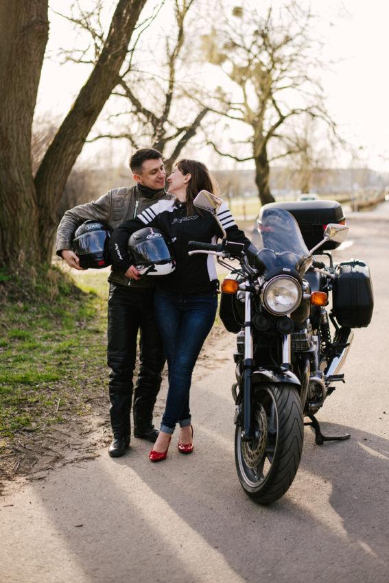 sesja-narzeczenska-na-motocyklu-poznan-TiAmoFoto (18)