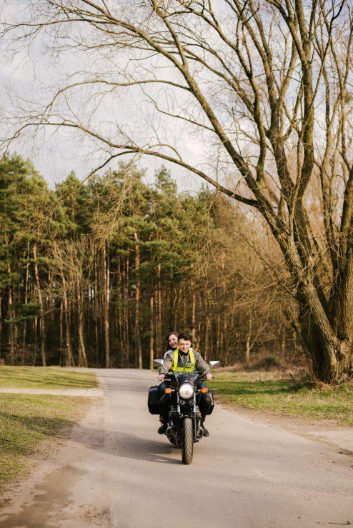 sesja-narzeczenska-na-motocyklu-poznan-TiAmoFoto (2)