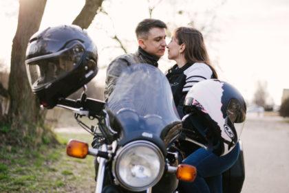 sesja-narzeczenska-na-motocyklu-poznan-TiAmoFoto (20)