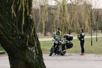 sesja-narzeczenska-na-motocyklu-poznan-TiAmoFoto (24)
