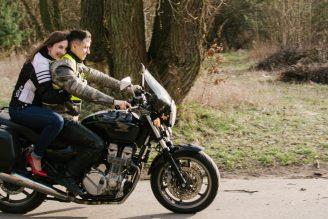 sesja-narzeczenska-na-motocyklu-poznan-TiAmoFoto (25)