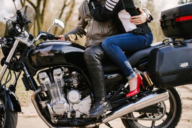 sesja-narzeczenska-na-motocyklu-poznan-TiAmoFoto (7)