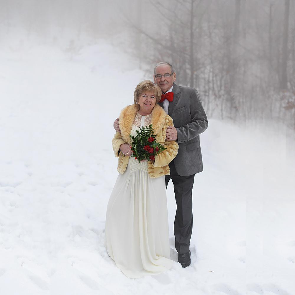 sesja-45-rocznica-slubu-zima-gory-snieg-czerwone-detale-TiAmoFoto (0)