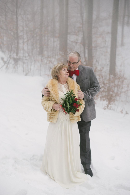 sesja-45-rocznica-slubu-zima-gory-snieg-czerwone-detale-TiAmoFoto (11)