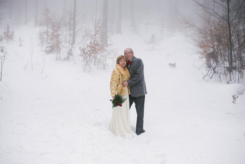 sesja-45-rocznica-slubu-zima-gory-snieg-czerwone-detale-TiAmoFoto (15)