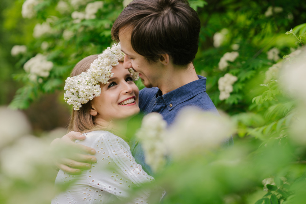 sesja narzeczenska w kwiatach cytadela Poznan fotograf TiAmoFoto 5 - SESJA NARZECZEŃSKA