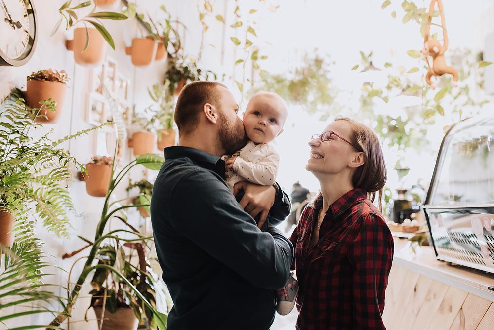 sesja rodzinna lifestyle kawiarnia Poznan TiAmoFoto 27 - Lifestylowa sesja rodzinna w kawiarni