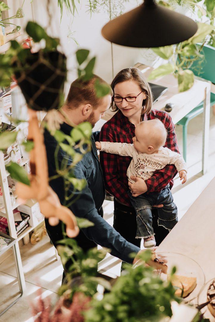 sesja rodzinna lifestyle kawiarnia Poznan TiAmoFoto 3 721x1080 - Lifestylowa sesja rodzinna w kawiarni