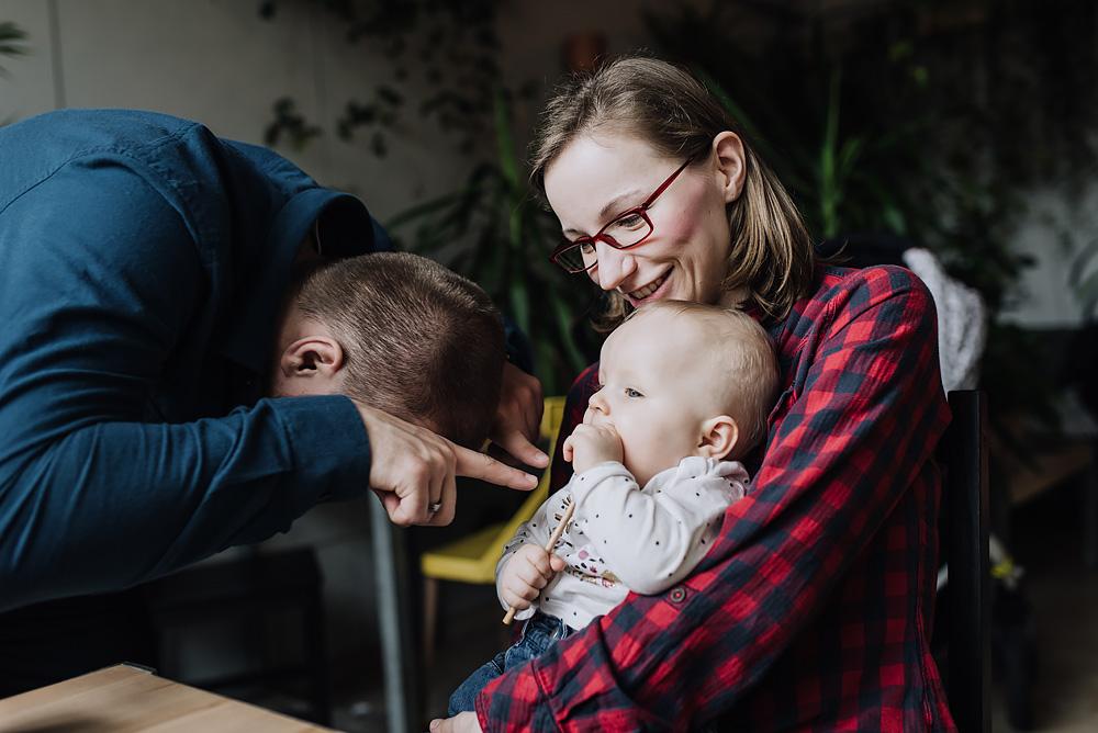 sesja rodzinna lifestyle kawiarnia Poznan TiAmoFoto 39 - Lifestylowa sesja rodzinna w kawiarni