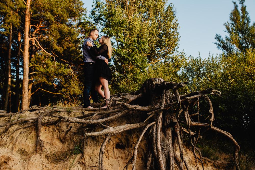 JT sesja narzeczenska las jezioro pies maltanczyk Poznan TiAmoFoto 8 - Joanna i Tomasz