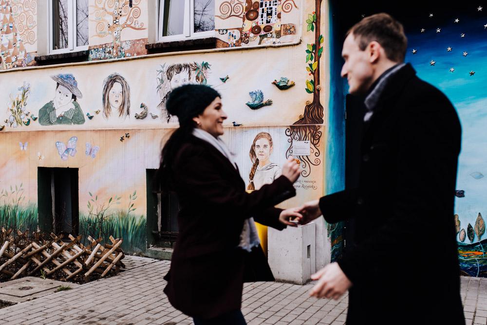 sesja zdjeciowa kolorowepodworka wroclaw TiAmoFotoPL 10 1 - Sesja Narzeczeńska na Kolorowych Podwórkach We Wrocławiu | W&T