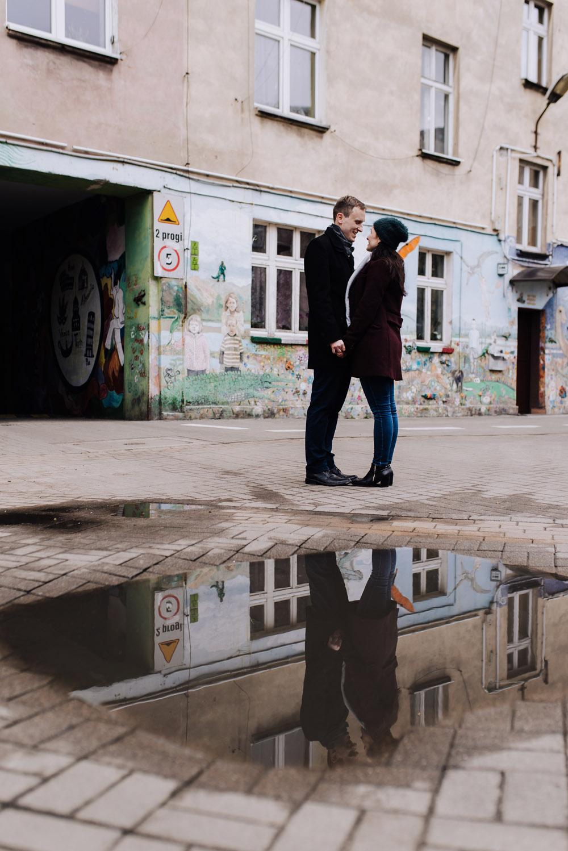sesja zdjeciowa kolorowepodworka wroclaw TiAmoFotoPL 43 1 - Sesja Narzeczeńska na Kolorowych Podwórkach We Wrocławiu | W&T