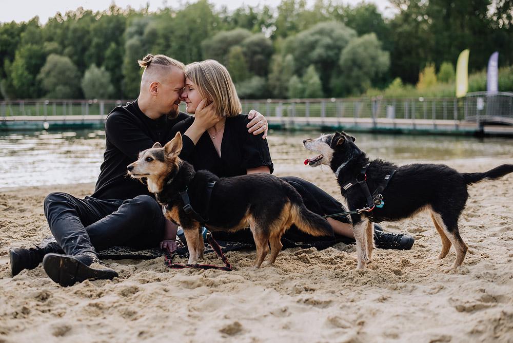 sesja rodzinna z psami nad jeziorem fotografPoznan TiAmoFoto 12 - Sesja rodzinna z Psami