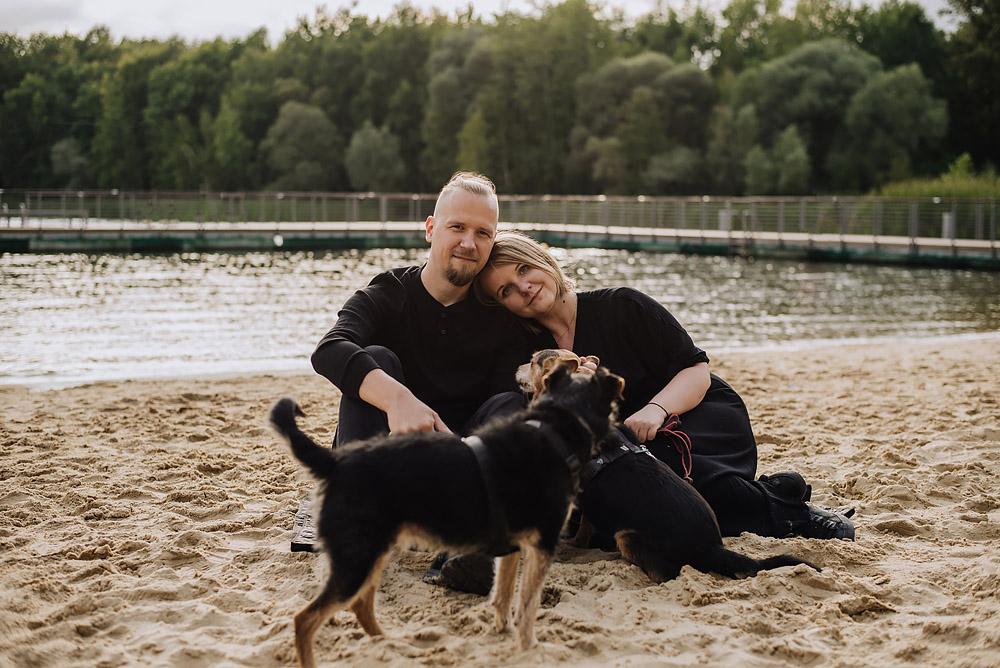 sesja rodzinna z psami nad jeziorem fotografPoznan TiAmoFoto 3 - Sesja rodzinna z Psami