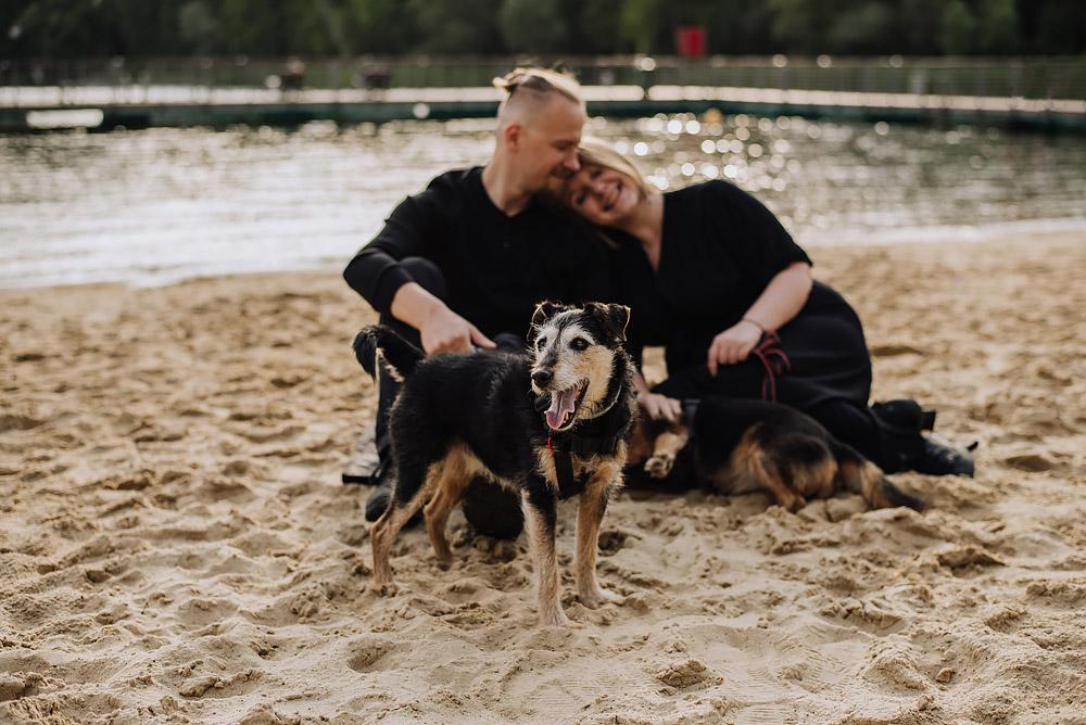 sesja rodzinna z psami nad jeziorem fotografPoznan TiAmoFoto 4 - Sesja rodzinna z Psami